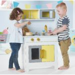 4 Main Benefits Of Play Kitchens For Your Younger Children